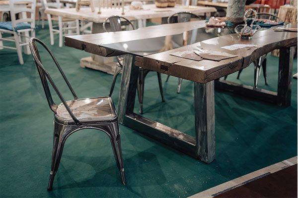 tavolo-in-legno-di-castagno