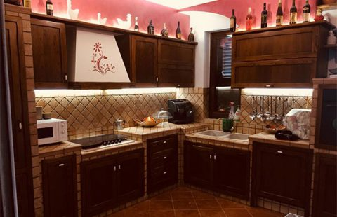 cucina-in-legno-di-castagno