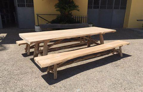 tavolo-con-panche-in-legno-di-castango